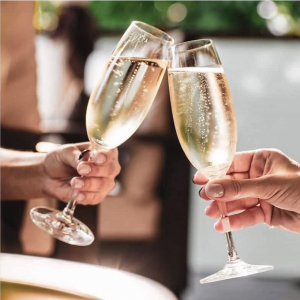 Photo of two champagne glass that clink glasses